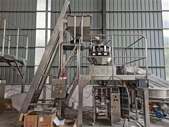 Automatic puffed food vertical packaging production line