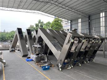 What are the classification and characteristics of conveyors